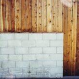 Dřevěné obložení stěny v bytě