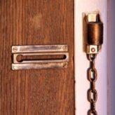 Panelákové vchodové dveře